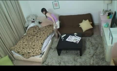 【3P・乱交の潮ふき・オナニー動画】知り合いの美女OLの部屋に隠しカメラを仕掛けた結果wオナニーシーンや、セフレ達との乱交現場まで撮影しちゃったw