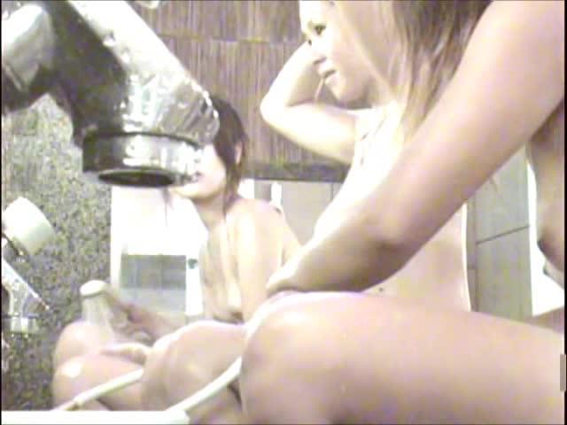閲覧注意<風呂隠し撮り画像>女性友みんなで入浴中!Vol3-2