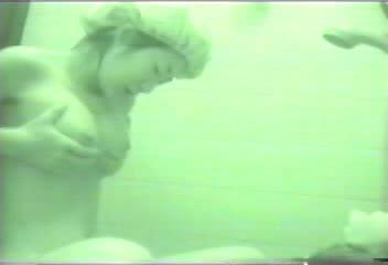 イモウトのお風呂タイムを狙った秘密撮影ムービー☆顔に似合わず美美巨乳なイモウトがテマンおなにーしているとはww